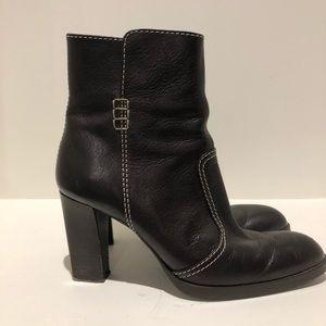 TOD'S like new! Heeled dark brown leather booties